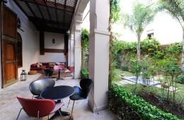 Riad-au-20-Jasmins-verandah-and-garden-2